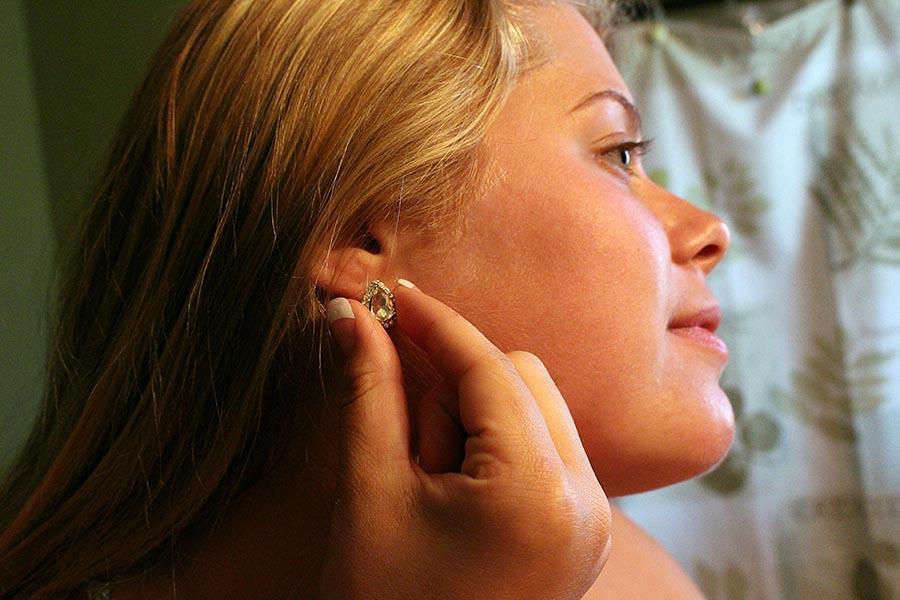 Junior+Mikaela+Hoffart+putting+in+her+earrings
